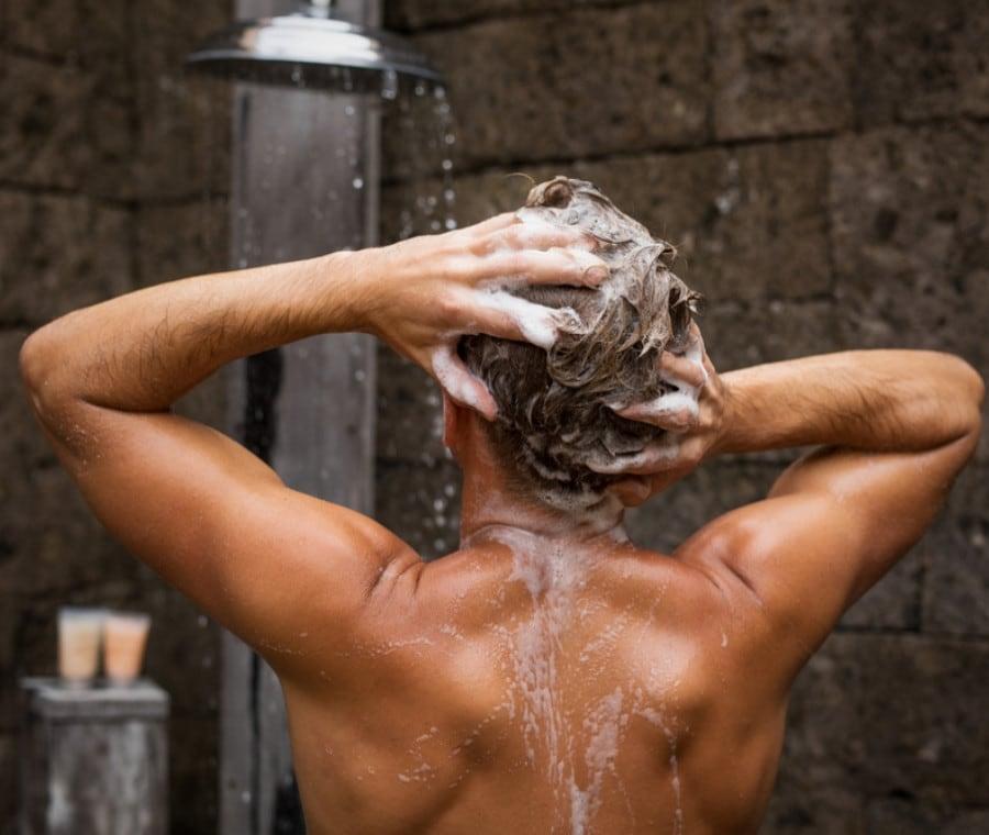 Shampoo alla Caffeina: È Efficace?