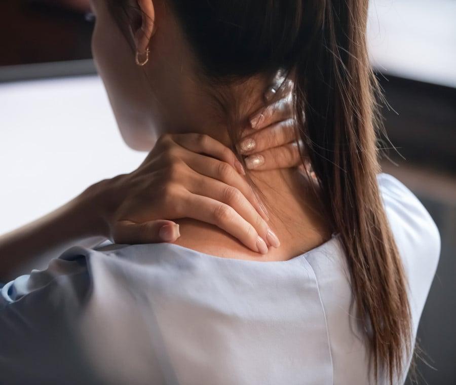 Massaggiatori elettrici: i migliori per viso, cervicale, pancia e gambe