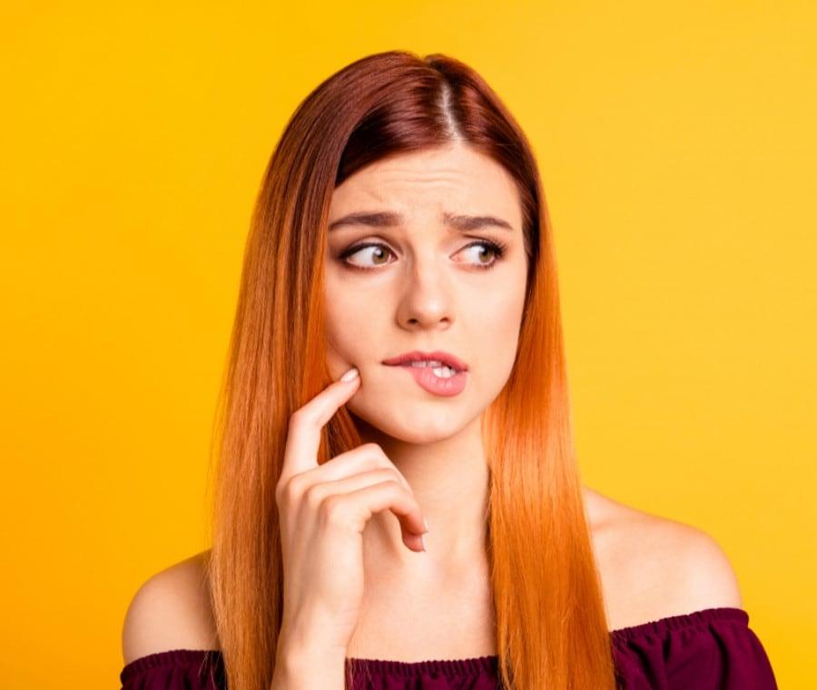 Mordersi le Labbra: Significato della Cheilofagia e Rimedi