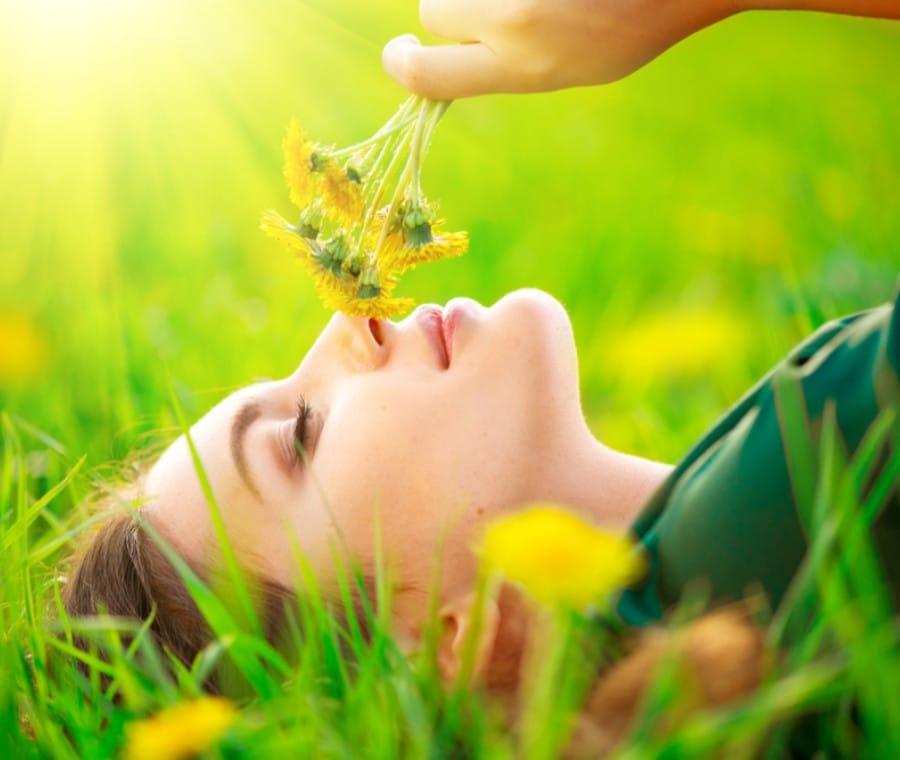 Allergia ai Pollini: Prevenzione, Consigli e Rimedi Naturali