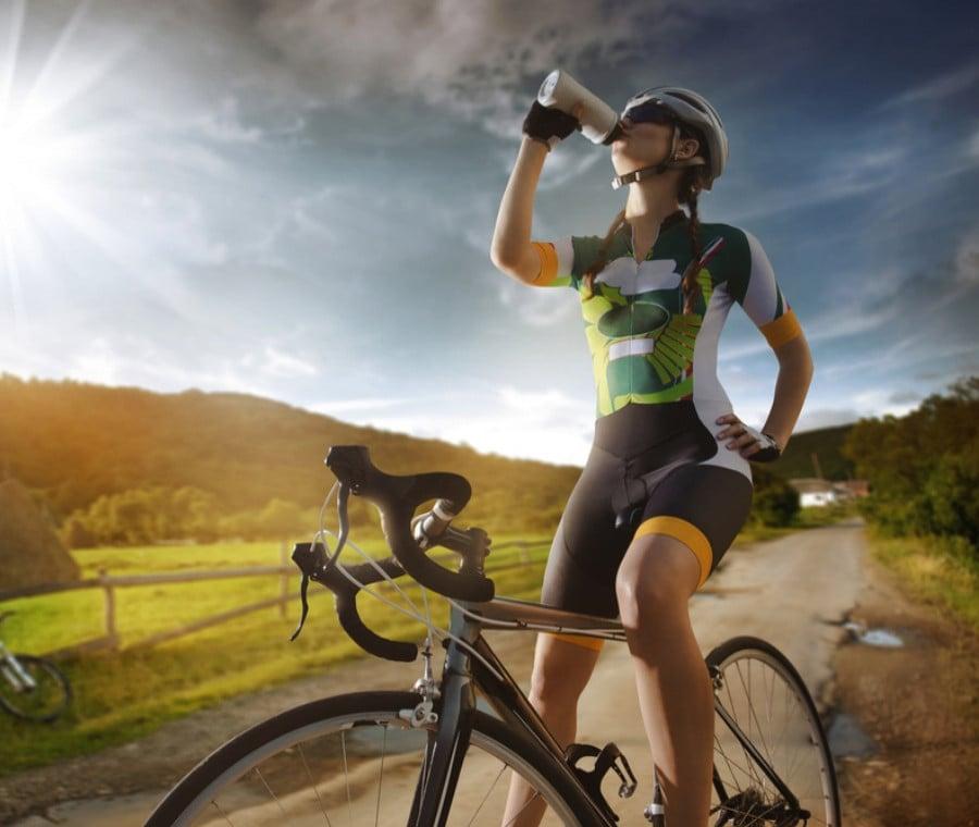 Ciclismo in Estate: Quanto e Cosa Bere?