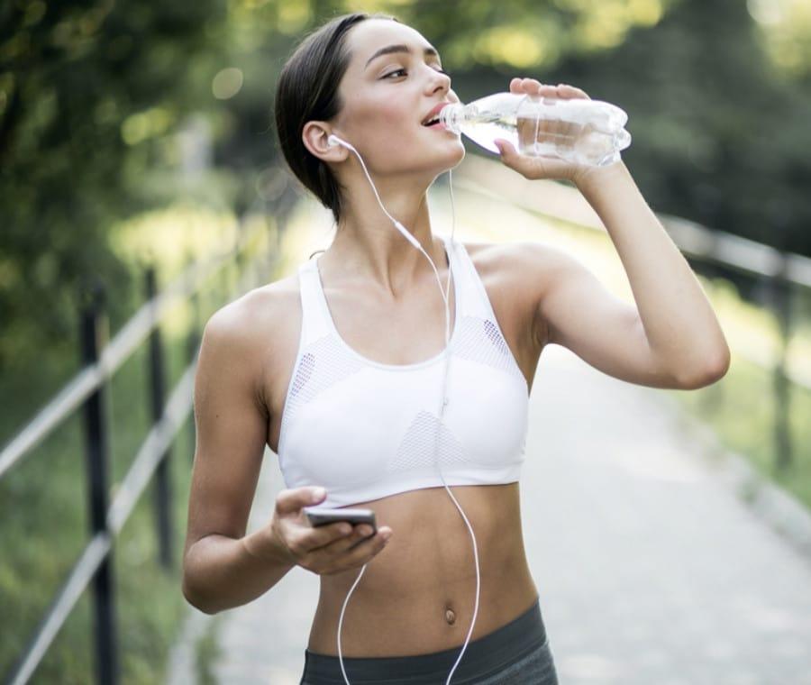 Idratazione nello Sport: Quanto e Cosa Bere?