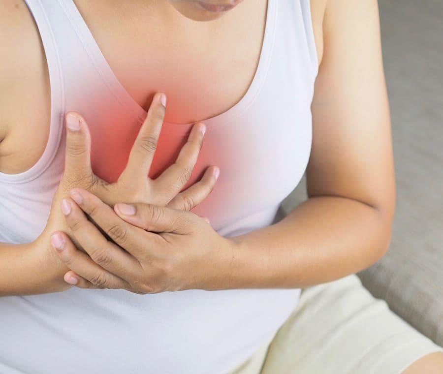 Dolore al Petto Destro: Cause e Quando Preoccuparsi
