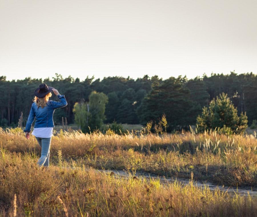 Camminata Meditativa: Cos'è, Come si Pratica e Benefici