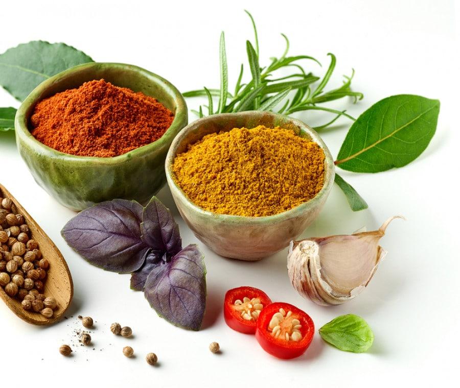 Ipertensione: 10 erbe aromatiche e spezie che abbassano la pressione