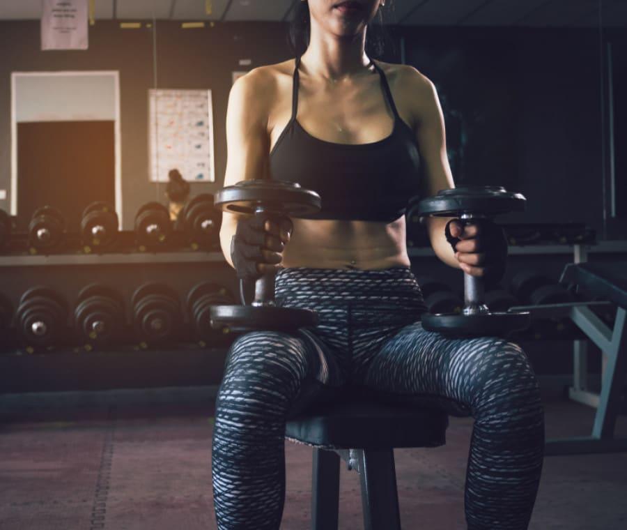 Manubri: come allenarsi con successo da seduti
