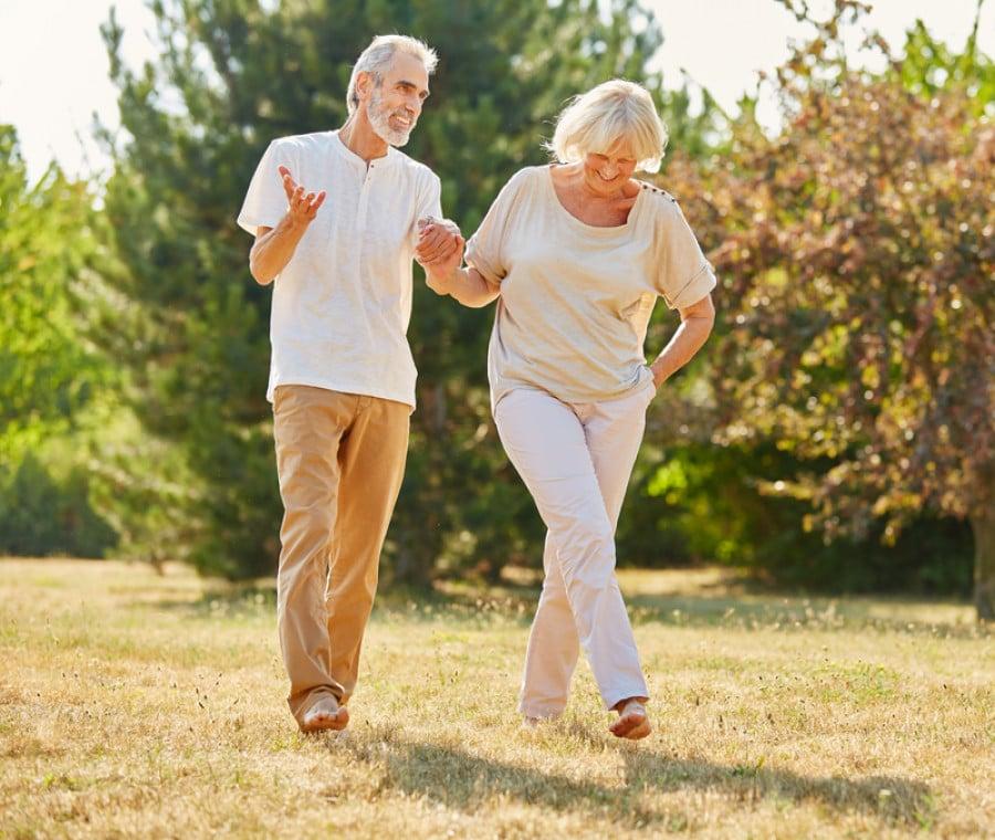 Camminare farebbe  bene al cuore: cosa dicono 2 nuovi studi