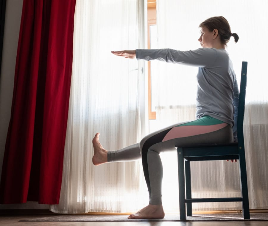 10 esercizi da fare stando seduti