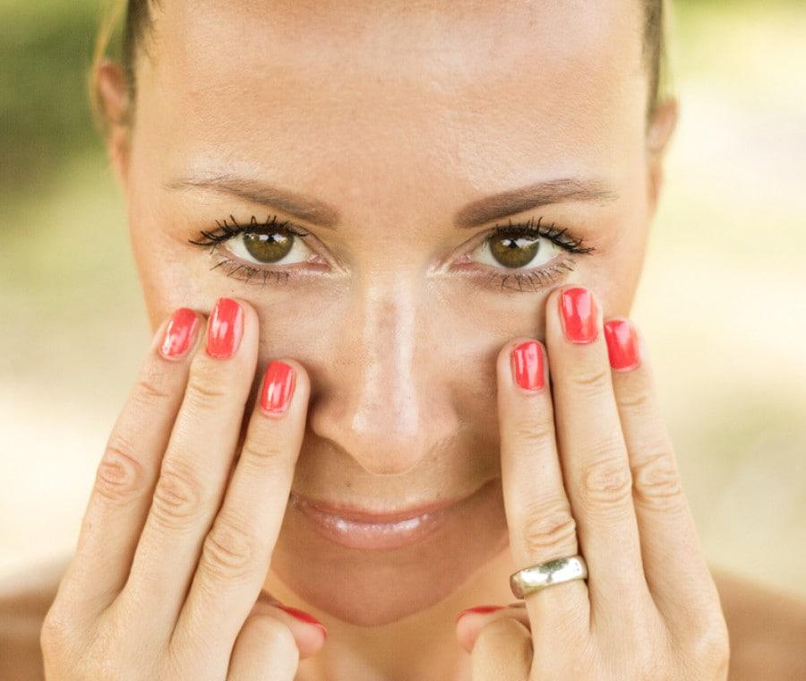 Eye Yoga: cos'è, come funziona, benefici dello Yoga per gli Occhi