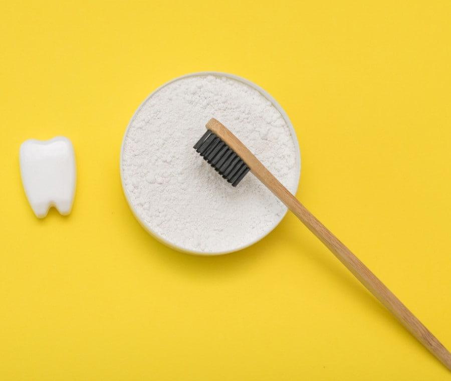 Bicarbonato di Sodio per Sbiancare i Denti: funziona? Ci sono rischi?