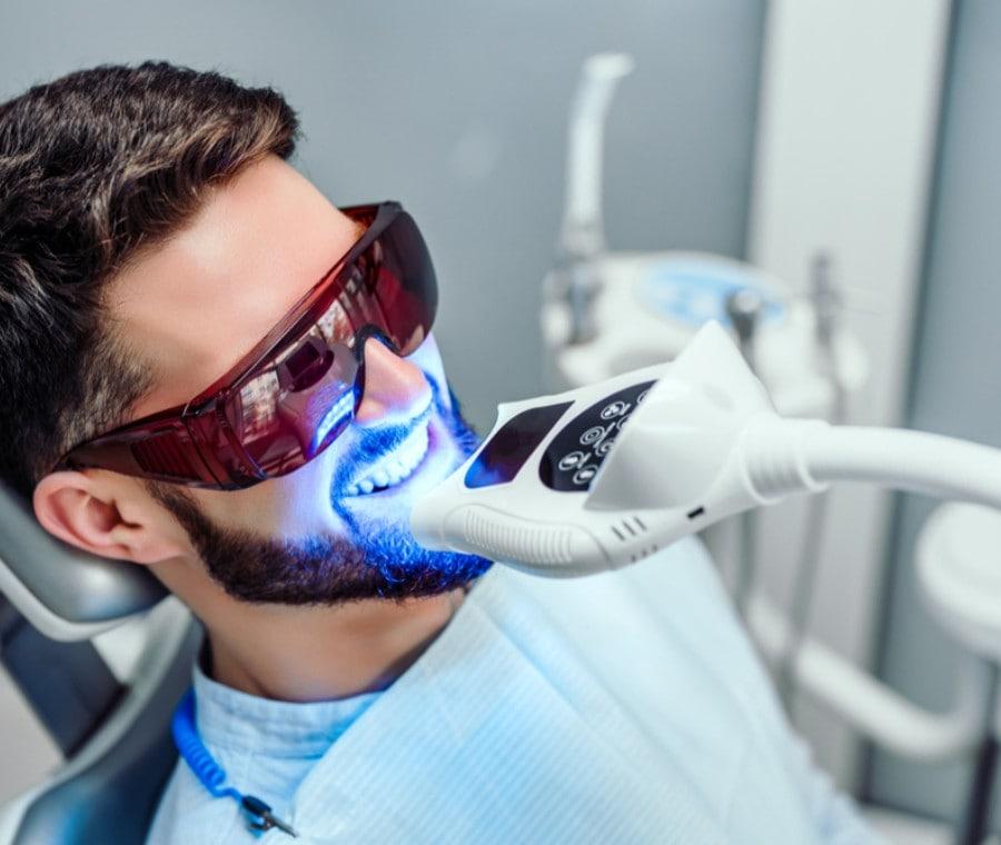 Sbiancamento dei Denti con il Laser