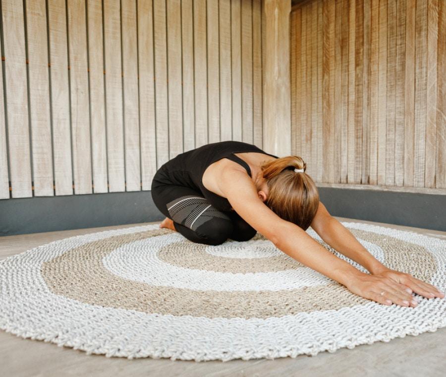 5 esercizi di stretching da fare prima di andare a letto