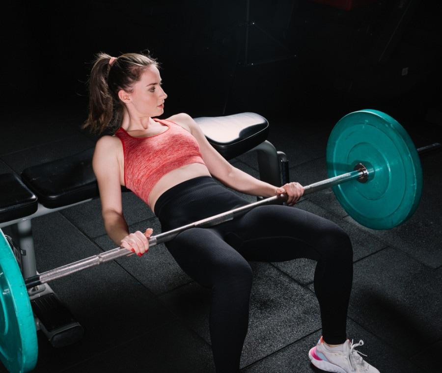 Hip thrust o deadlift per allenare i glutei: qual è meglio?