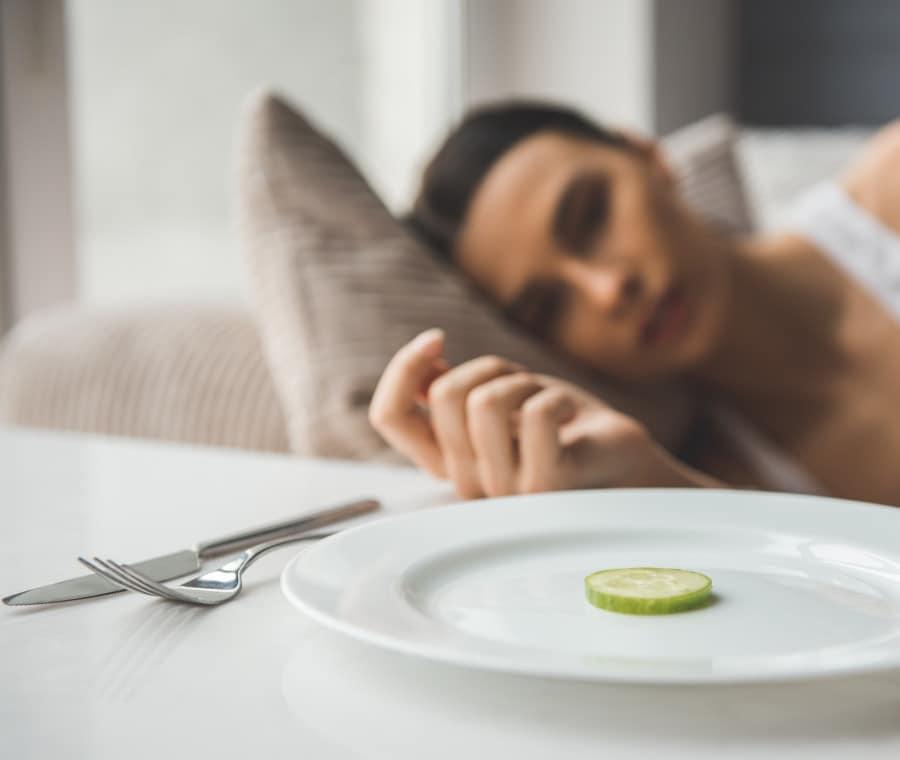 Anoressia: sintomi iniziali fisici e psicologici