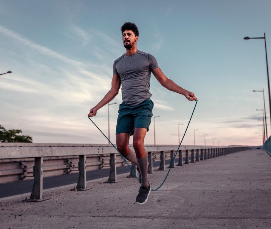 Salto della corda: errori da evitare per prevenire il mal di schiena