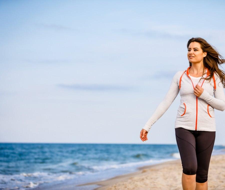Camminare in Spiaggia: Come Farlo e Benefici