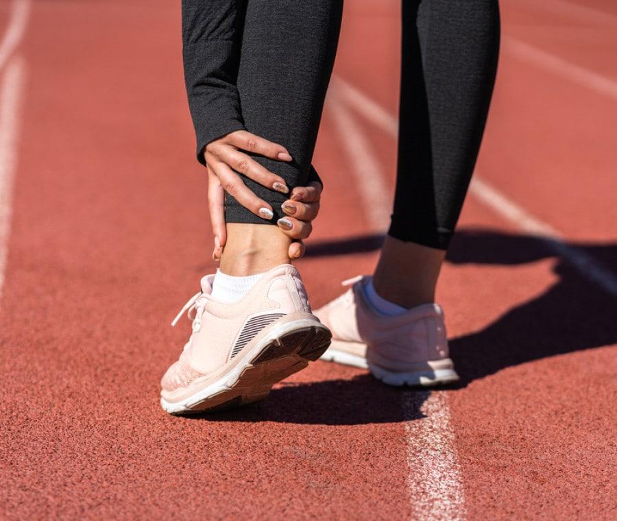 Esercizi per rafforzare i tendini del piede