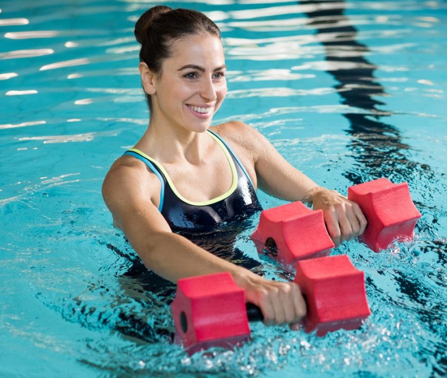 Workout in Piscina: gli Esercizi da Fare in Acqua