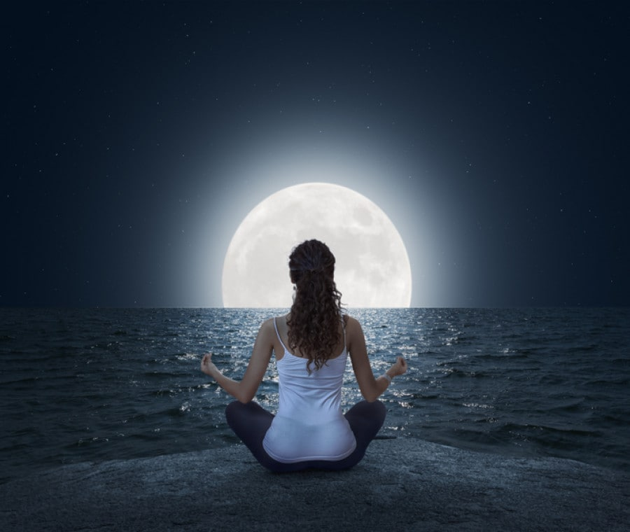 Come sincronizzare lo yoga con le fasi lunari
