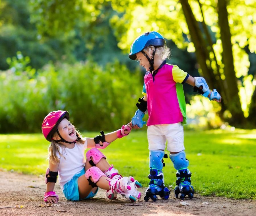Casco e ginocchiere per bambini: 5 modelli migliori secondo recensioni Amazon
