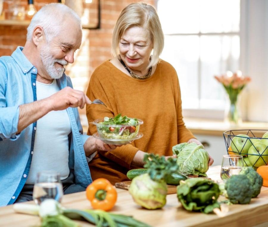 Alimentazione dell'Anziano: Fabbisogni Nutrizionali