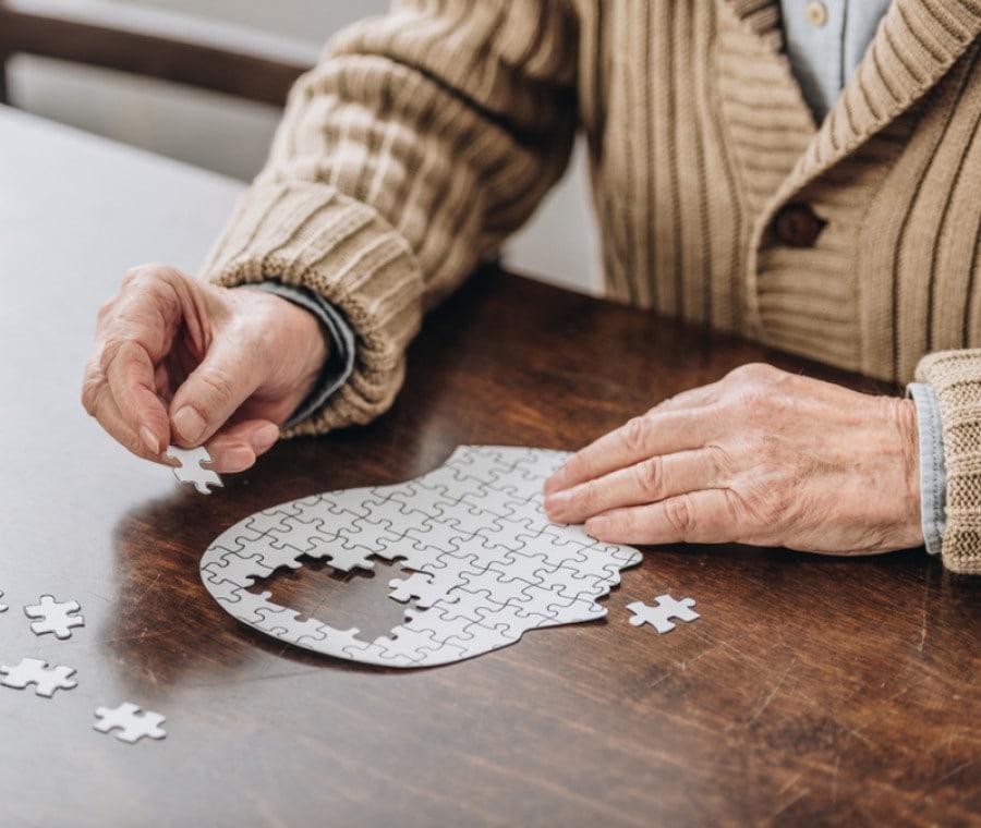 Si può riconoscere l'Alzheimer dai movimenti inconsapevoli?