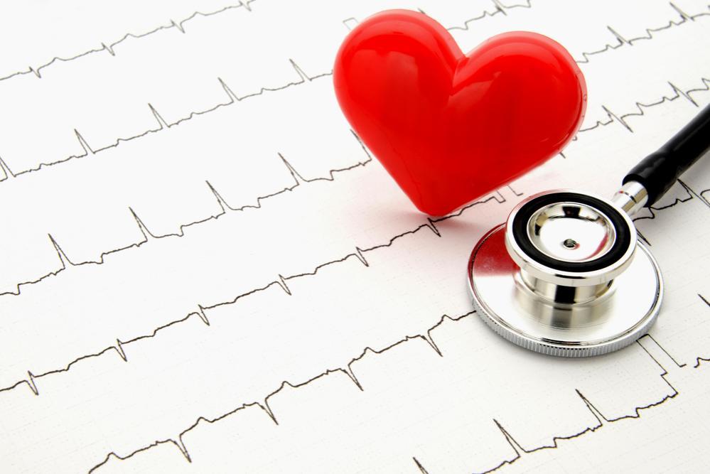 Fonendoscopio e tracciato cardiaco