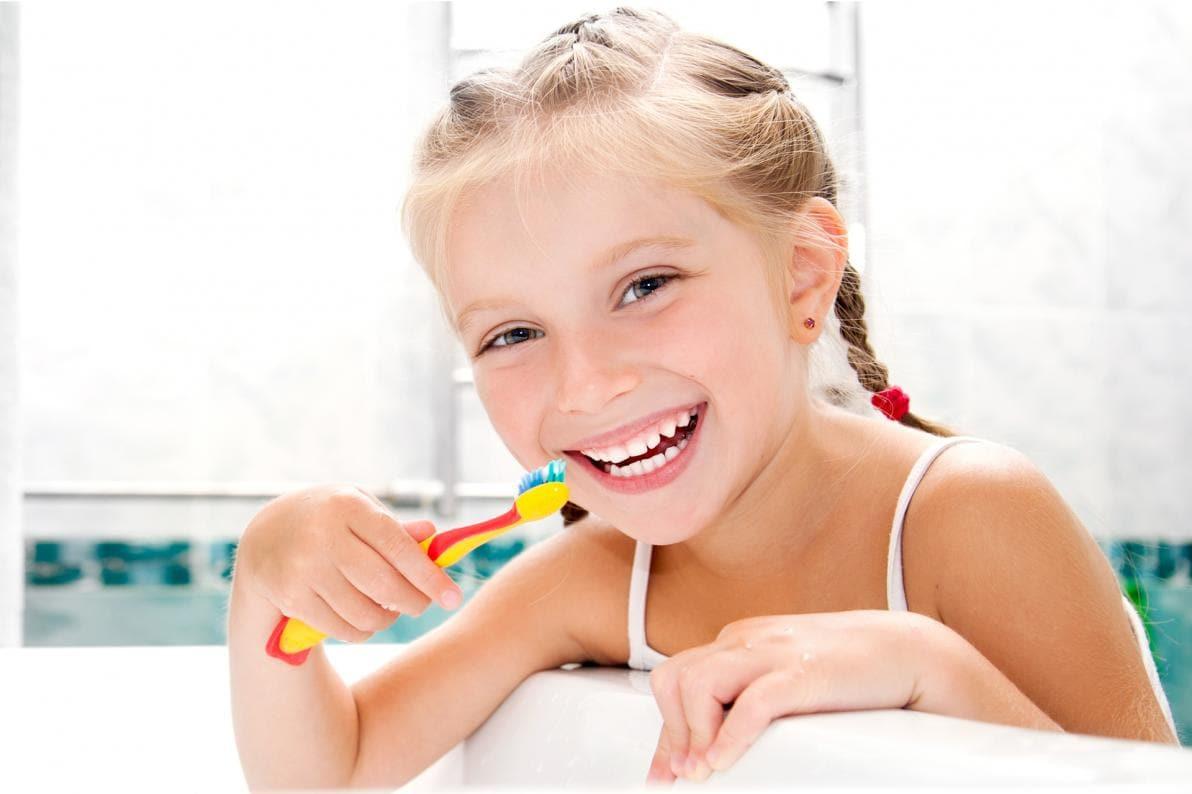 Soprattutto nei bambini, è utile non usare il dentifricio