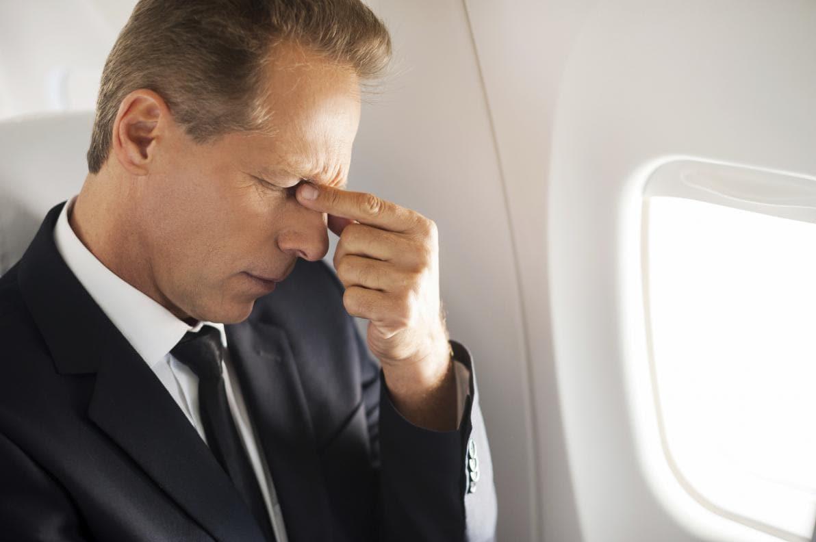 Mal di testa da aereo: cause
