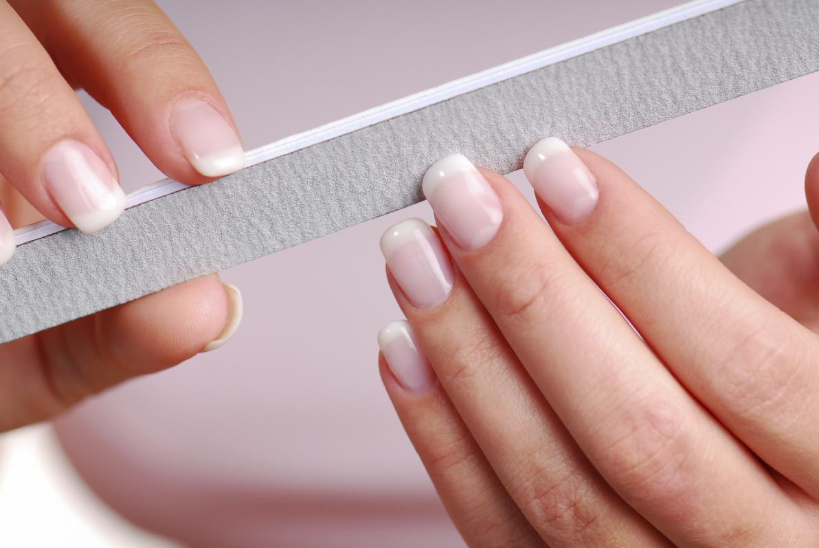 limare unghie  Mani: come rinforzare le unghie fragili