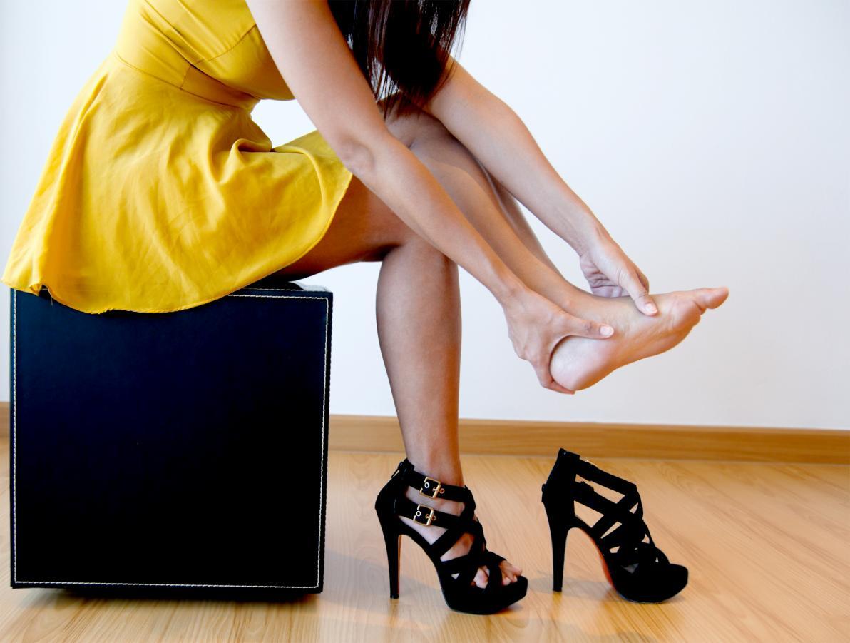 Piedi gonfi e stanchi: cause e soluzioni