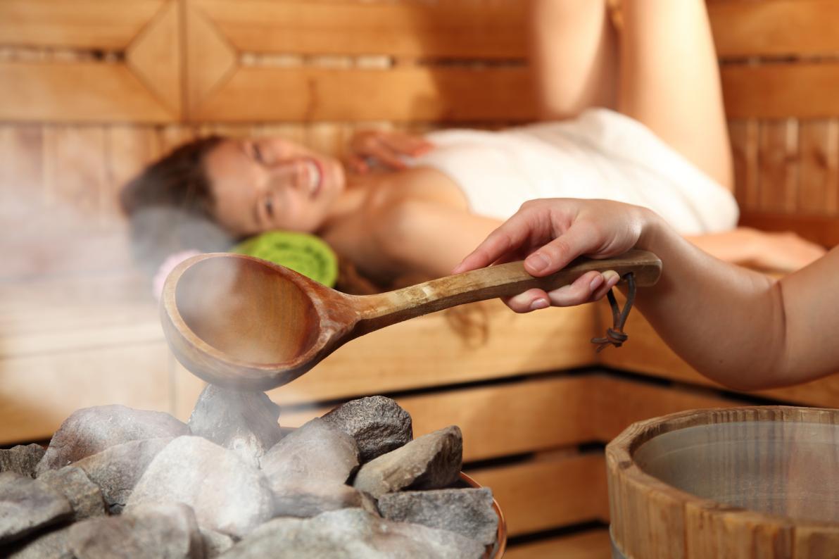 In una sauna secca si raggiungono temperature di 90°C