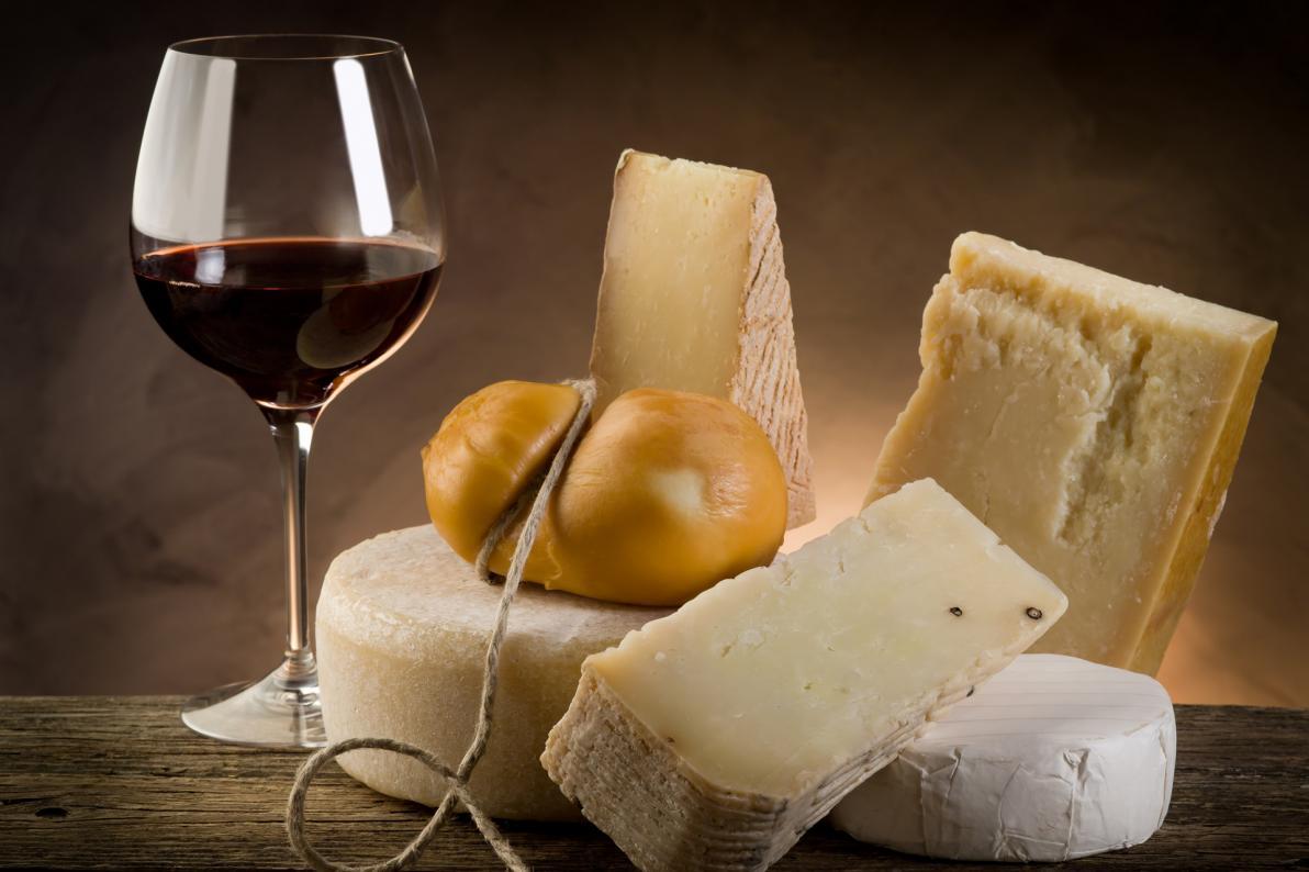 I formaggi fermentati stagionati sono tra gli alimenti più ricchi di tiramina