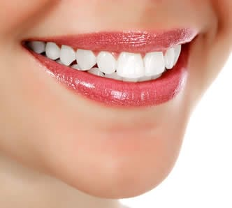 Prodotti sbiancanti per denti sani e bianchi