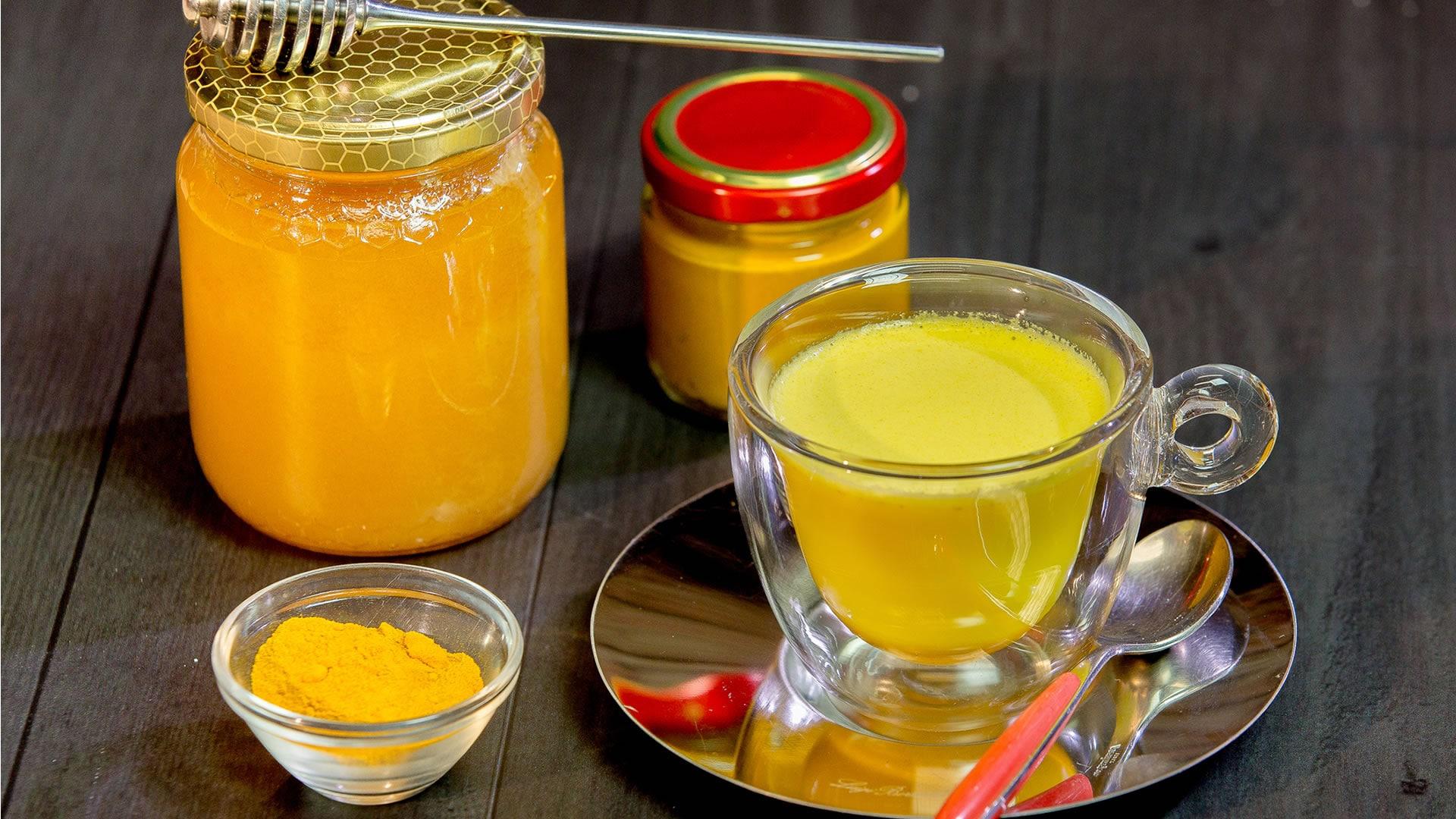 Foto Latte d'Oro - Golden Milk e Proprietà della Curcuma