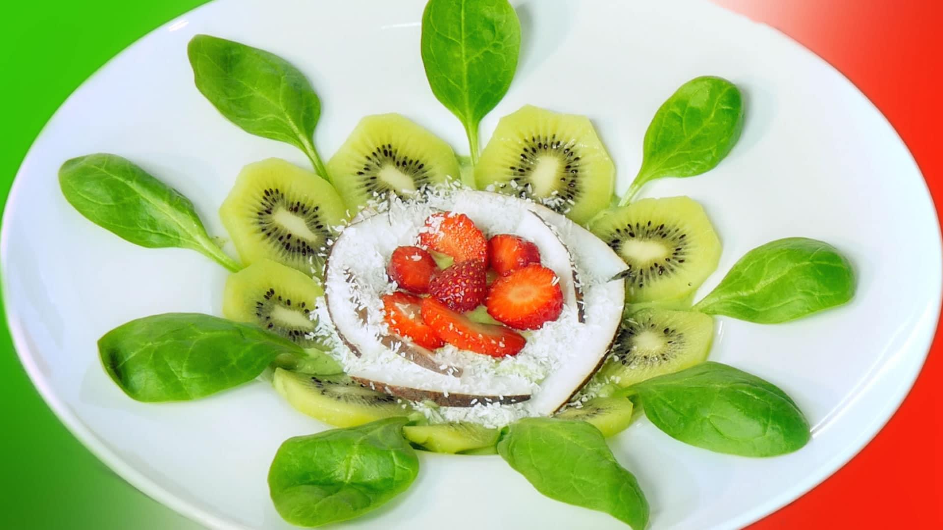 Foto Zuppa di Avocado, Fragole e Yogurt - 25 Aprile