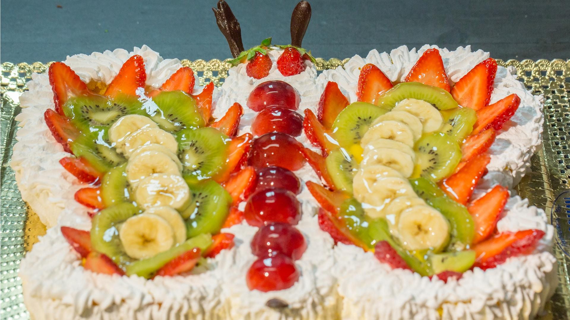 Foto Torta Farfalla con Crema e Frutta
