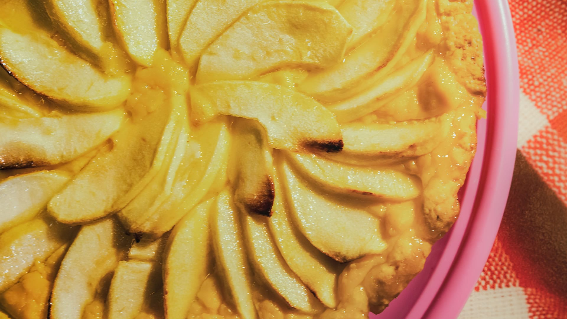 Foto Crostata di Mele con Crema Pasticcera