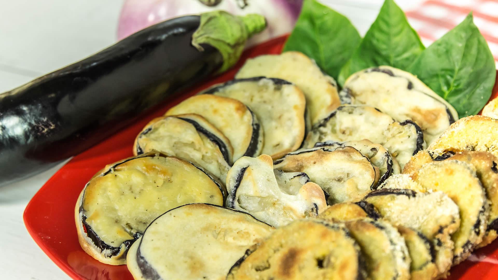 Cotolette di melanzane al forno leggerissime con e senza for Melanzane ricette