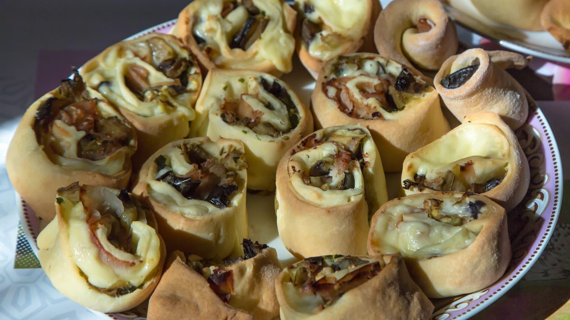 Foto Girelle Salate alla Ricotta con Melanzane Filanti - Senza Uova e Burro