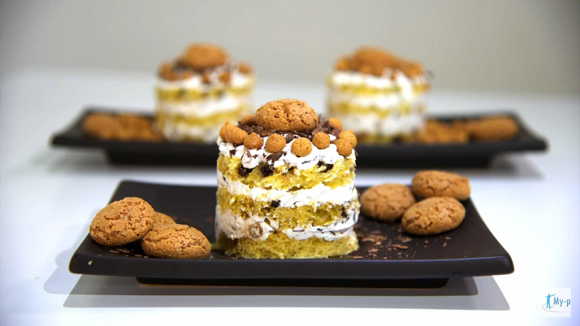 Foto Tortino di colomba con crema allo yogurt e amaretti