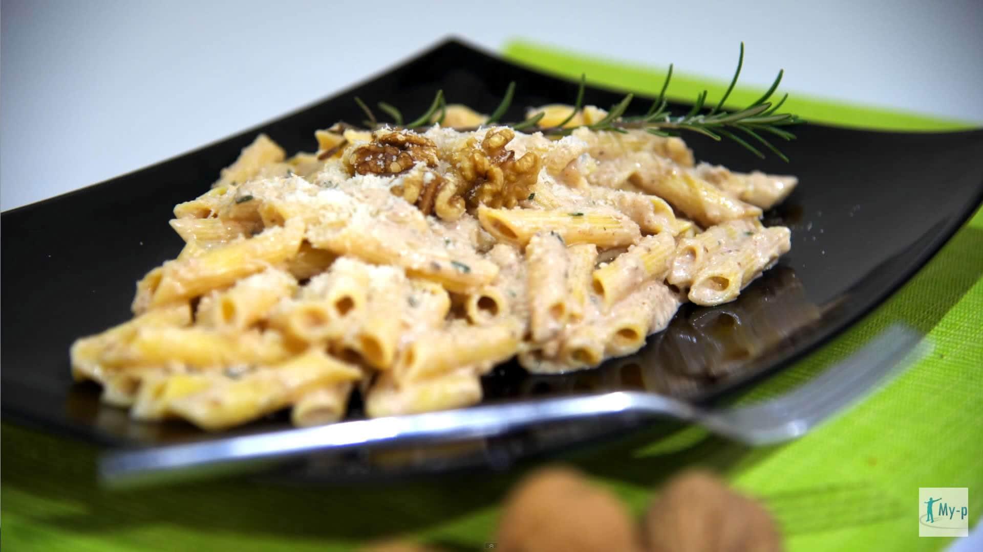 Pranzo Yogurt Magro : Pasta di mais con noci e yogurt profumato