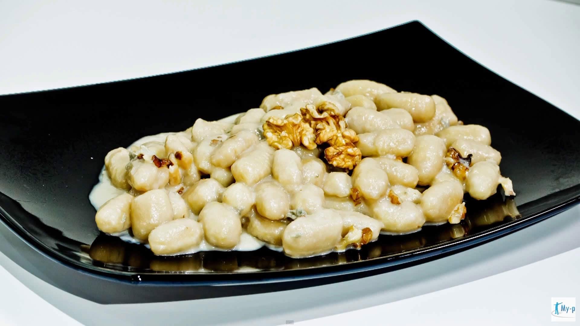 Foto Gnocchi proteici con gorgonzola e noci