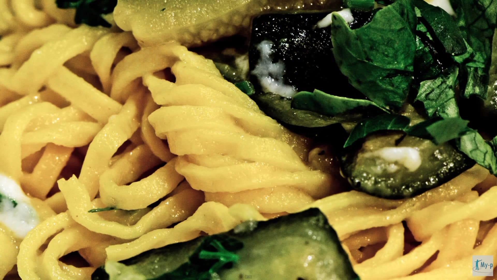 Foto Spaghetti alla chitarra con zucchine e stracchino