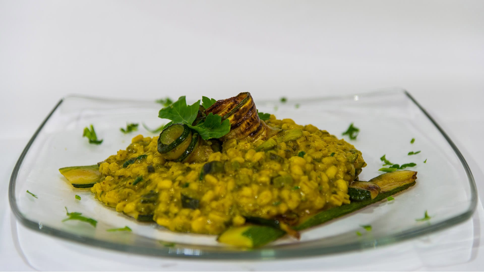 Foto Orzo con zucchine e zafferano - ricetta vegana