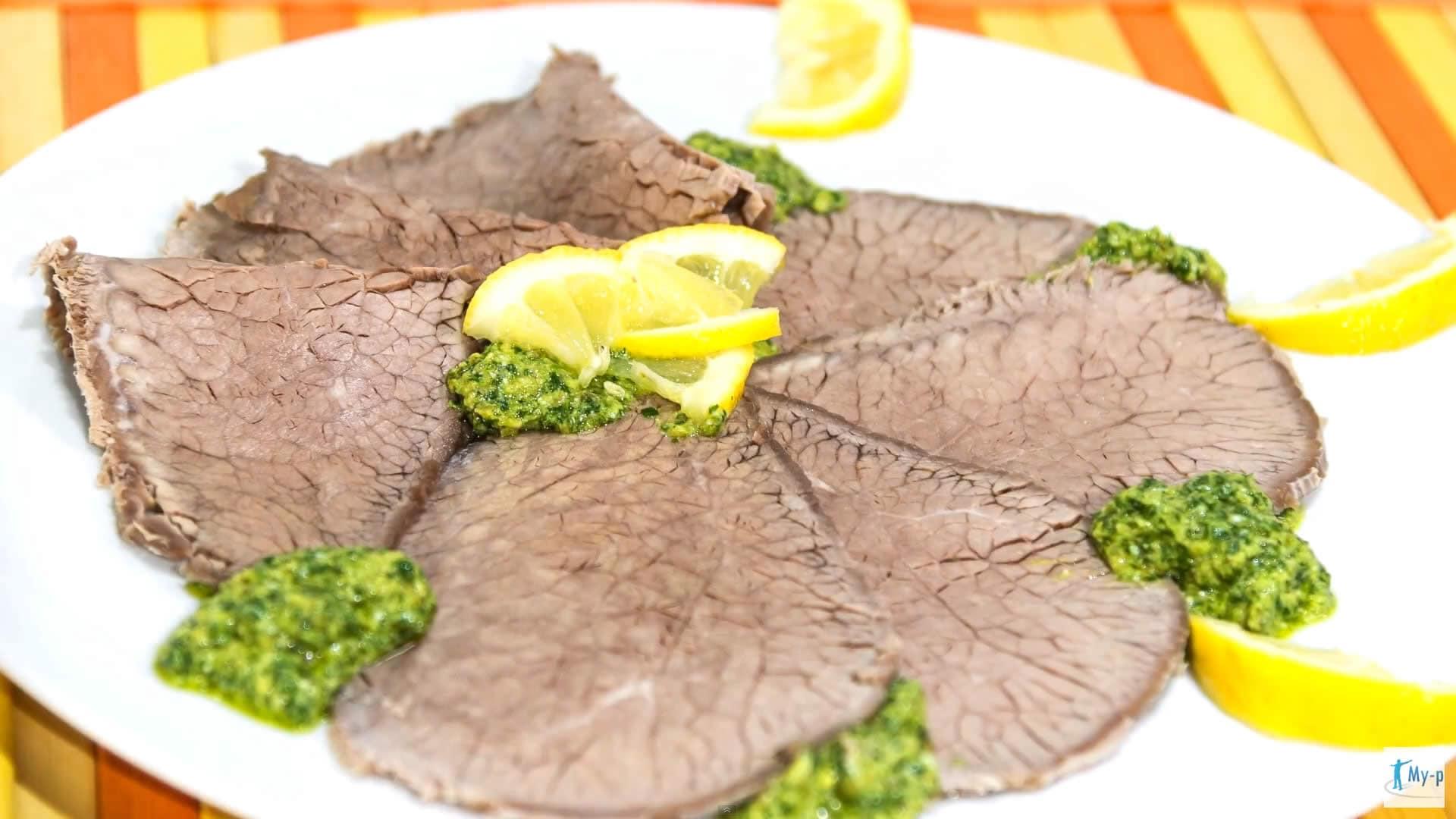 Foto Fettine di manzo con salsa verde