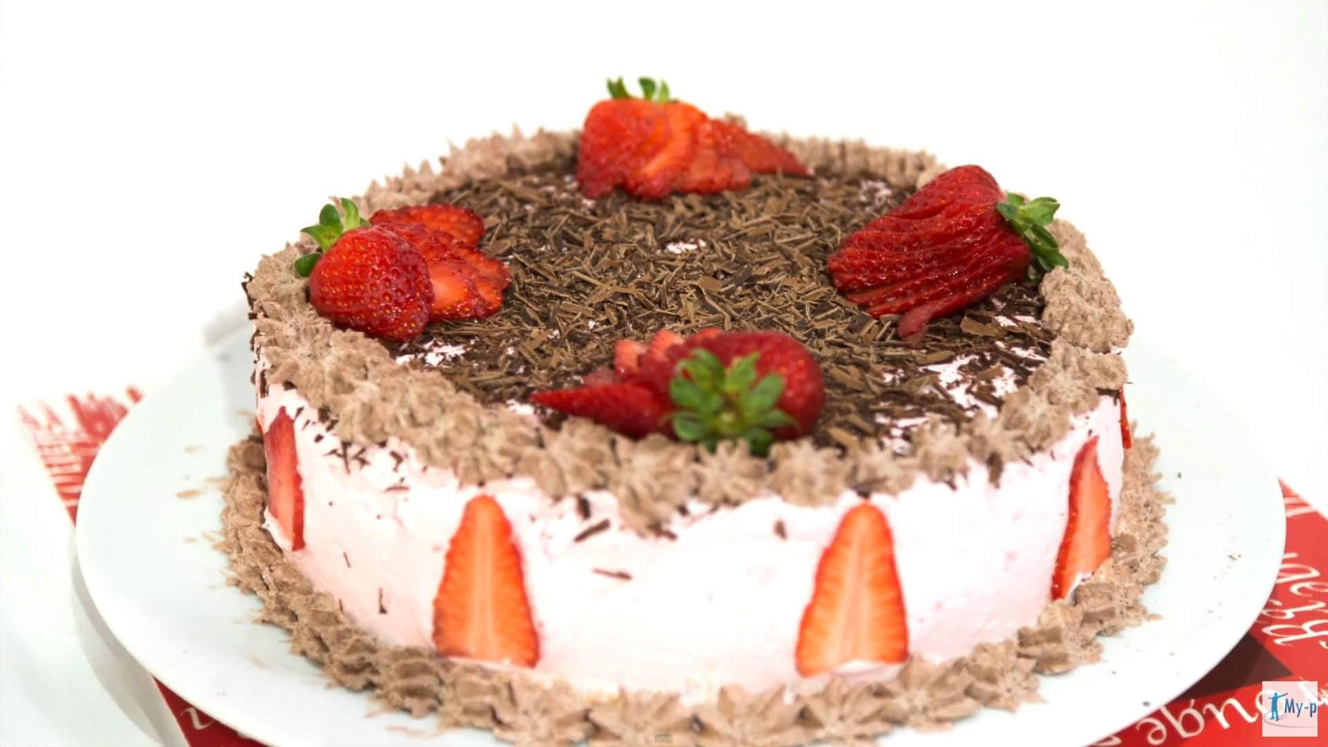 Foto Torta panna fragole e cioccolato – torta per la festa della mamma