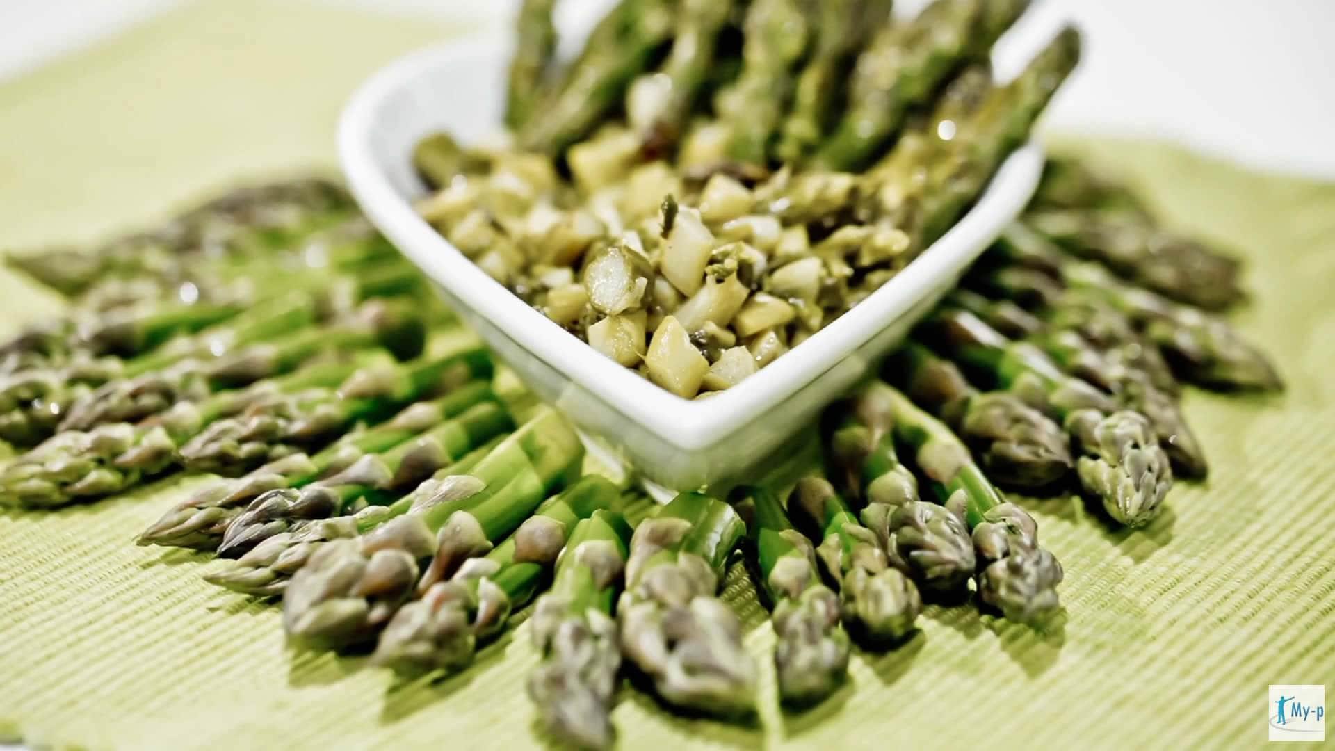 Sugo di asparagi - pulire e cuocere gli asparagi