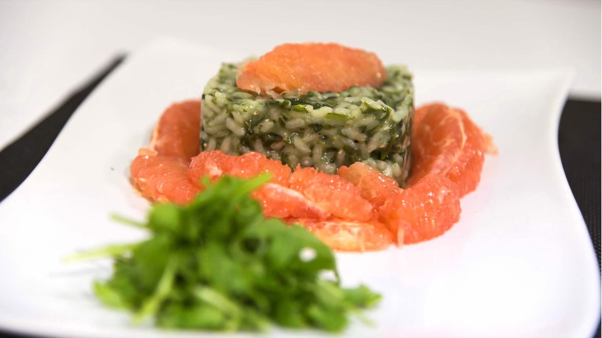 Foto Risotto con rucola, centella asiatica e pompelmo rosa - ricetta anticellulite