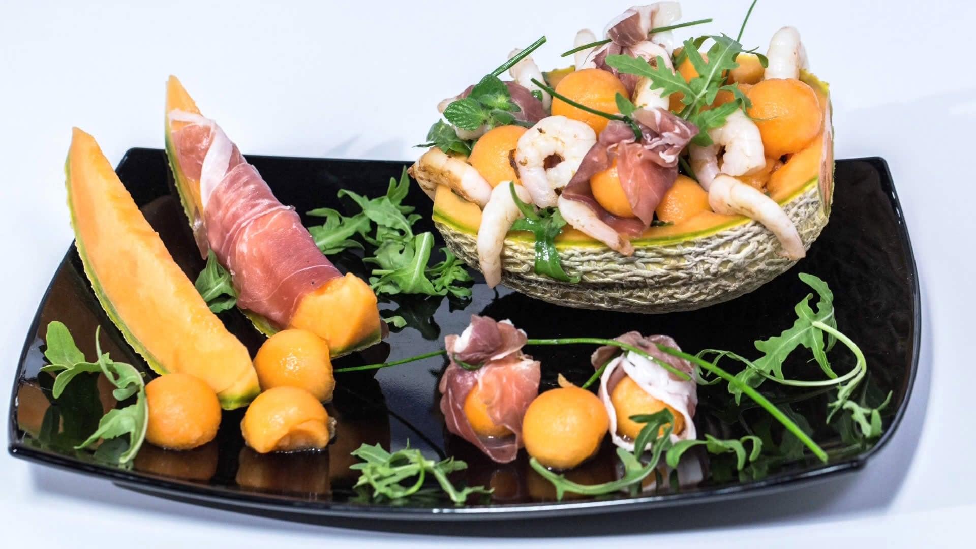 insalata con rucola, gamberetti e melone